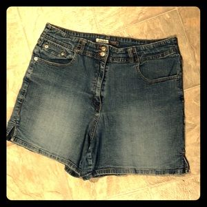 🌺St Johns Bay Denim Stretchable Shorts Size 14